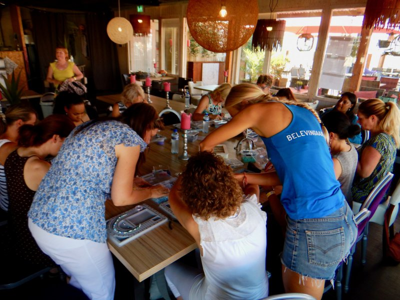 Wikkelarmband Workshop op het strand bachelor party